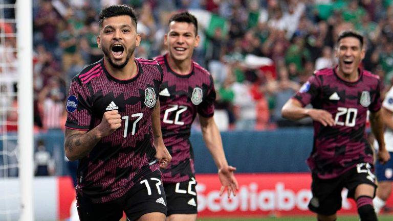 Tecatito Corona en celebración de gol