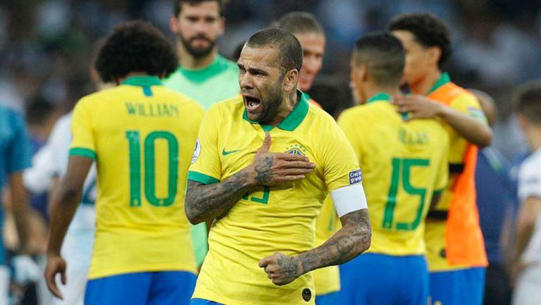 Dani Alves tras juego con Brasil