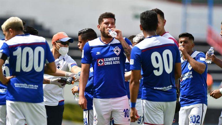 Jugadores de Cruz Azul Hidalgo durante un partido