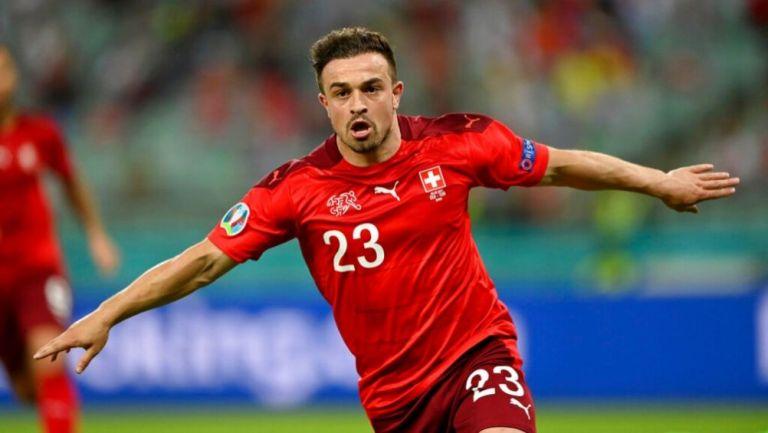 Shaqiri festejando un gol a favor de Suiza