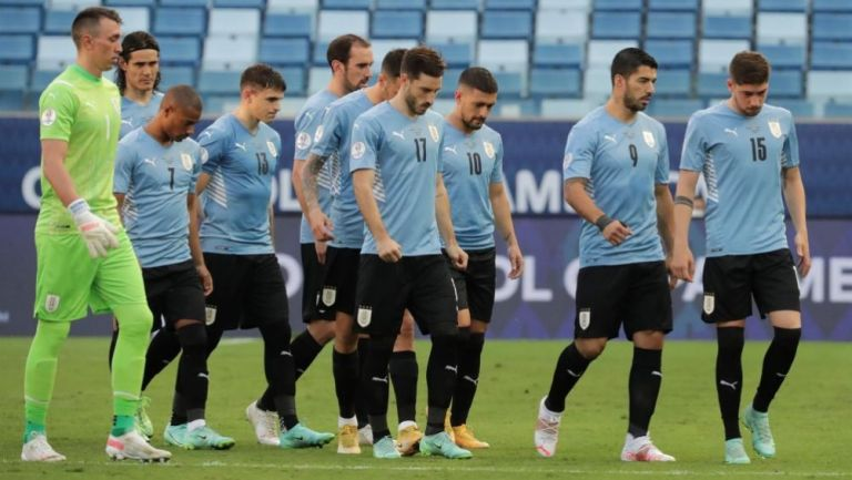 Jugadores de Uruguay en lamento
