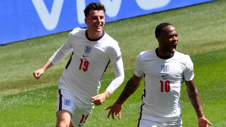 Sterling celebra su gol contra Croacia
