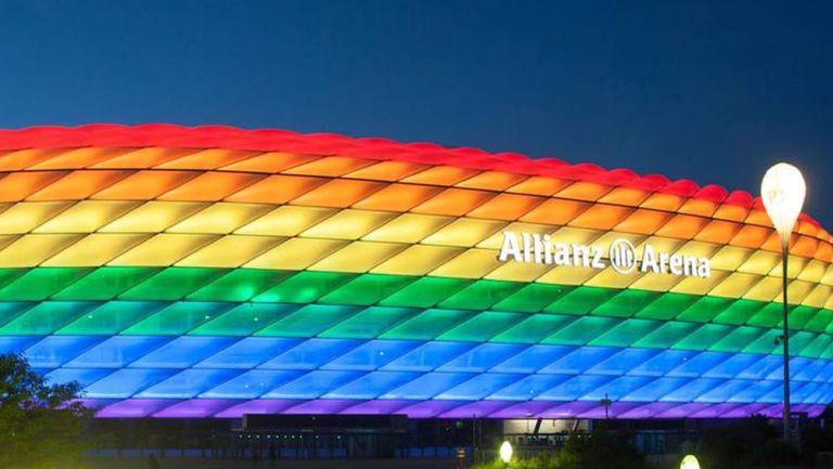 Allianz Arena luce los colores de la bandera LGTBI