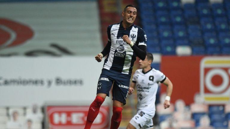 Rogelio Funes Mori durante un partido con Monterrey