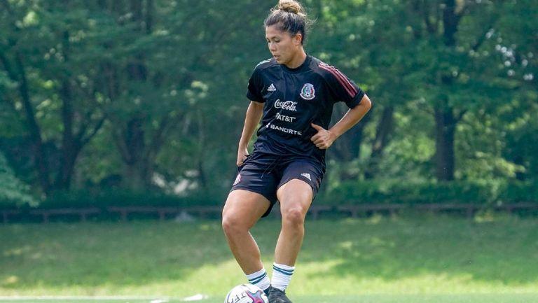 Kiana Palacios en entrenamiento con la selección mexicana