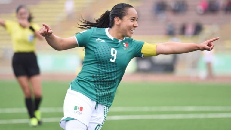 Charlyn Corral en un partido con la Selección Mexicana
