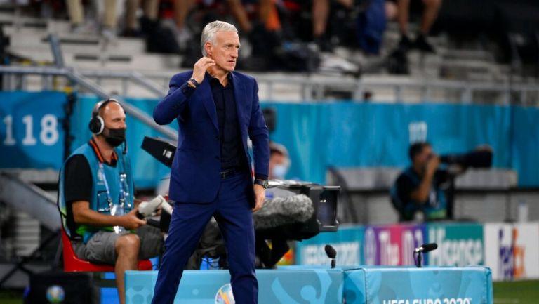 Didier Deschamps durante un partido con Francia