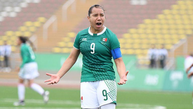 Charlyn Corral en un partido con Selección Mexicana