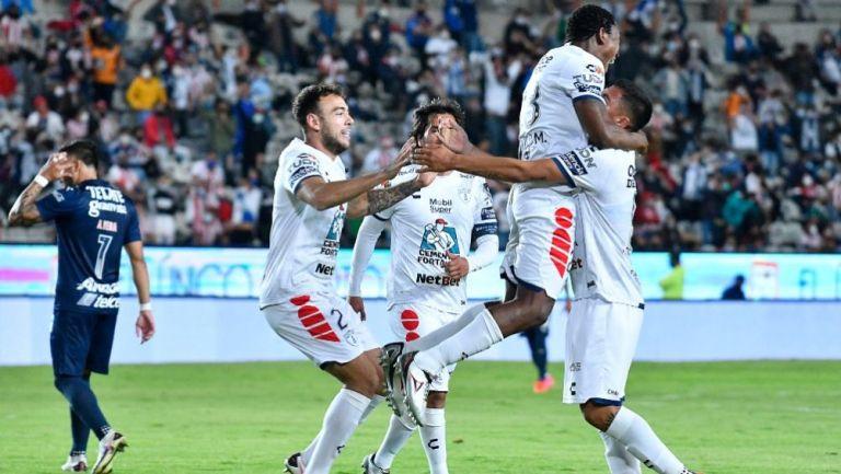 Jugadores del Pachuca festejando un gol a favor
