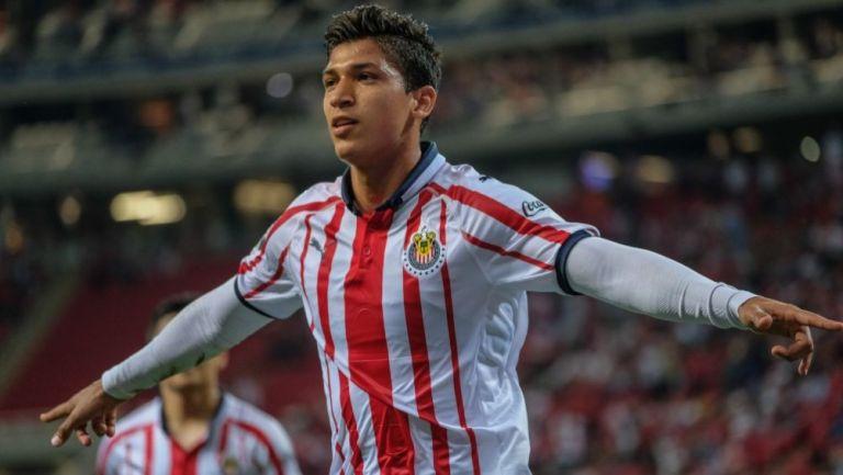 Ángel Zaldívar festejando un gol a favor de las Chivas