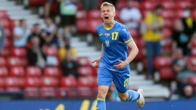Zinchenko celebra gol con Ucrania en la Eurocopa