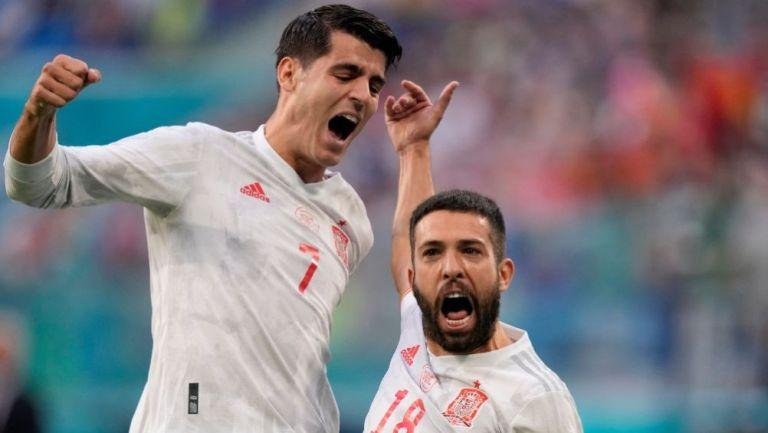 Jordi Alba y Morata festejando un gol a favor de España