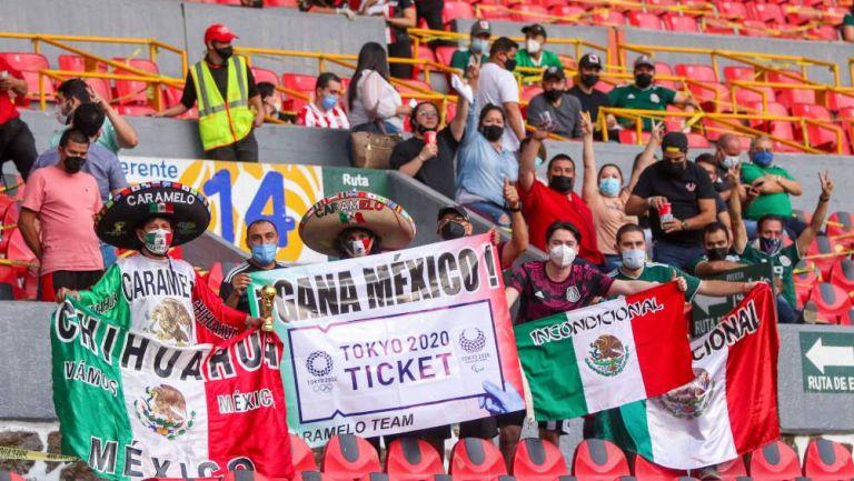Afición en partido con México