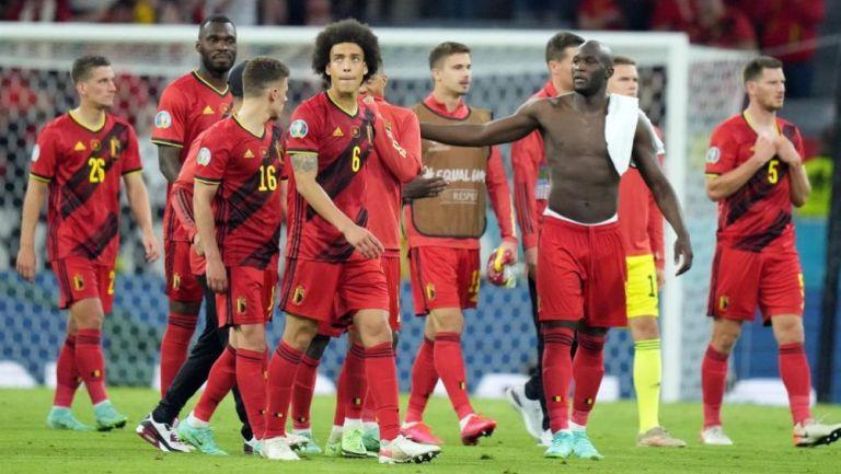 Jugadores de Bélgica en lamento