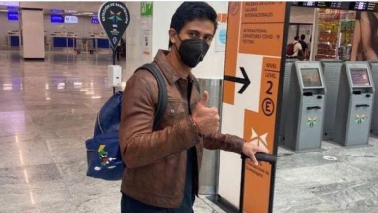 JJ Macías en el aeropuerto