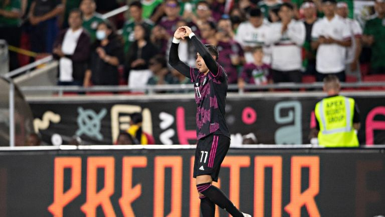 Funes Mori celebrando su primer gol con el Tri