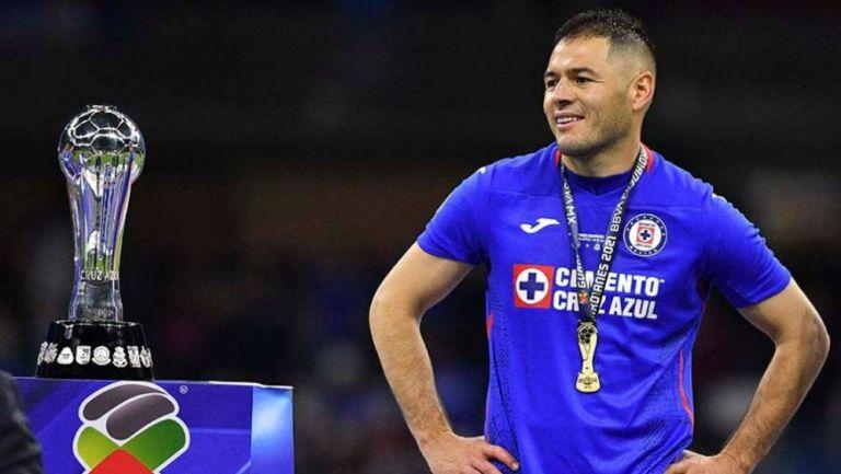 Aguilar con el título de Liga