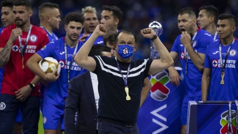 Reynoso con su medalla de Campeón