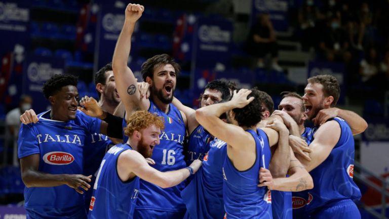 Italia festeja triunfo ante Serbia