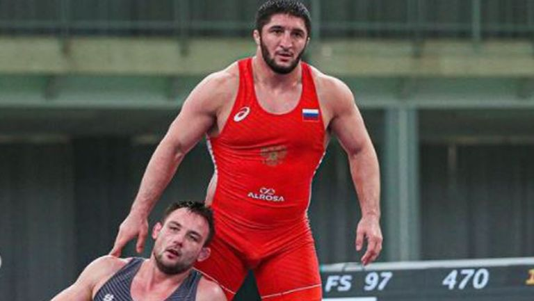 Abdulrashid Sadulayev, tras someter a su rival