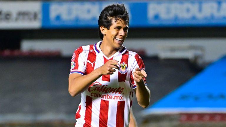JJ Macías celebrando un gol con Chivas