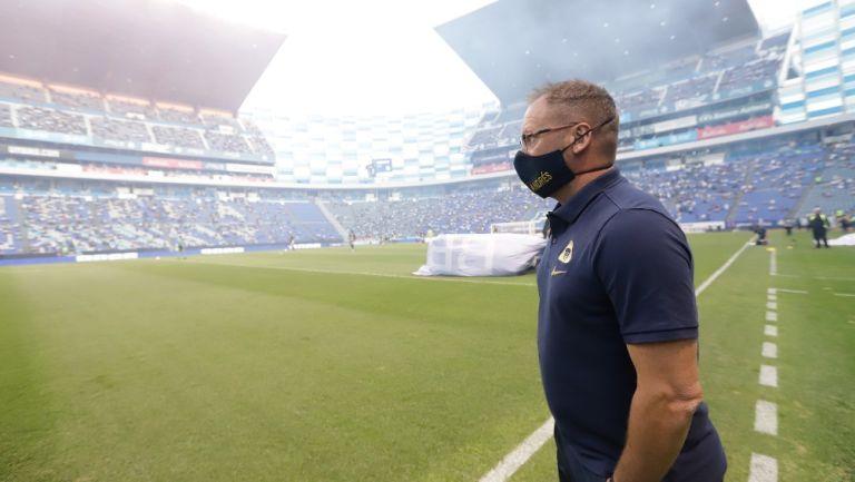 Andrés Lillini durante un partido con Pumas