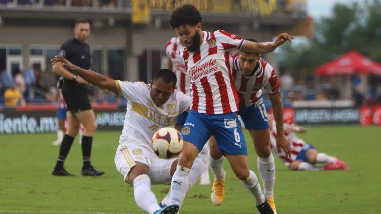 Chivas y Tigres en partido