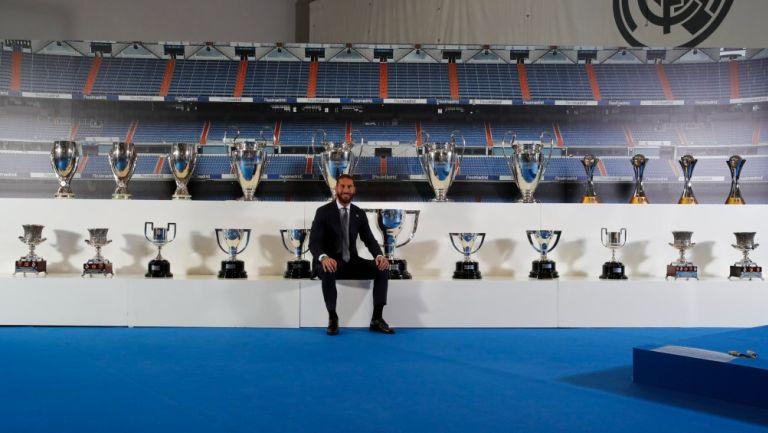 Sergio Ramos junto a los trofeos ganados con el Real Madrid