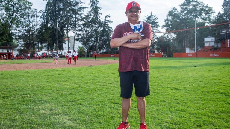 Carlos Bernaldez, entrenador de la Selección Mexicana de Sóftbol