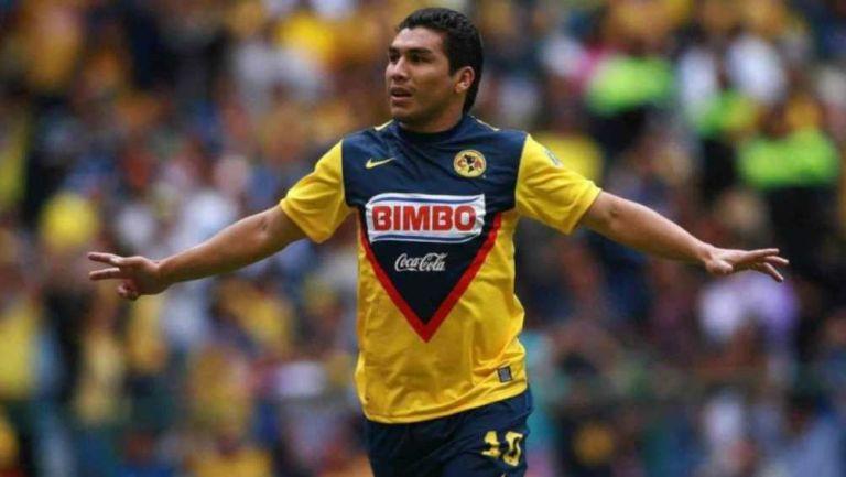 Salvador Cabañas en partido con América