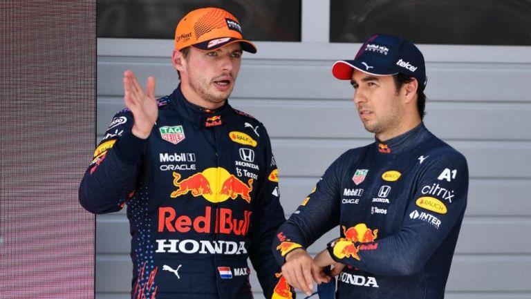 Sergio 'Checo' Pérez y Max Verstappen en charla