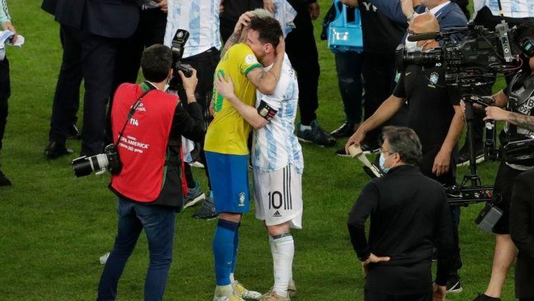 Neymar y Messi tras el silbatazo final