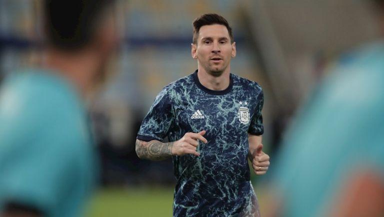 Messi en calentamiento con Argentina