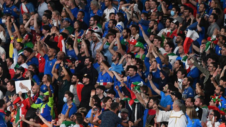 Afición de Italia en Final de Eurocopa