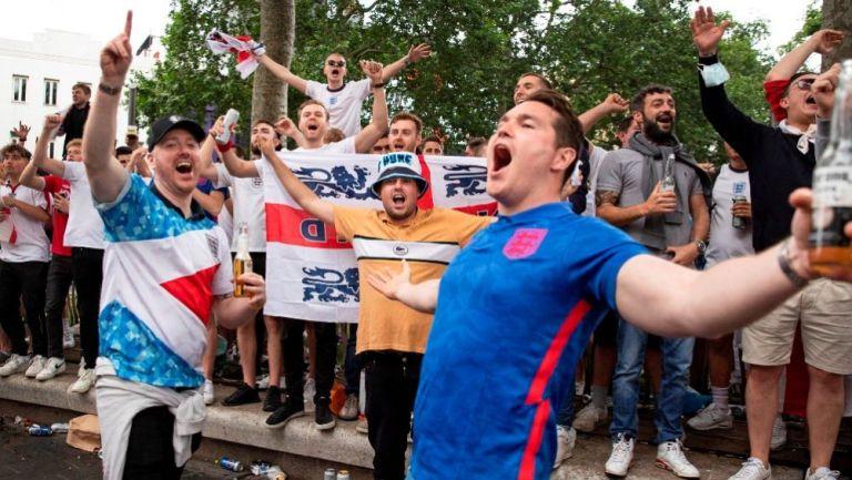 Aficionados ingleses previo a la Final de la Eurocopa