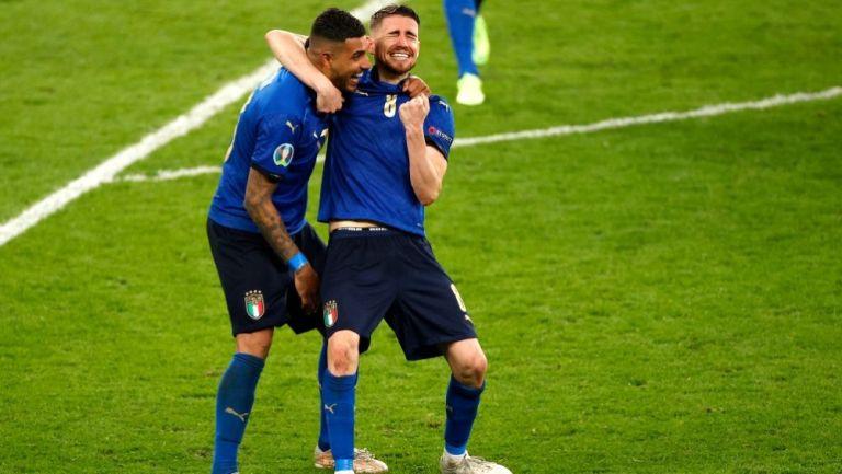 Emerson y Jorginho tras el triunfo de Italia
