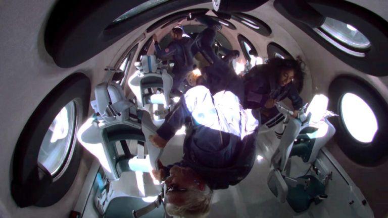 Richard Branson experimentó de tres a cuatro minutos de ingravidez junto con su tripulación