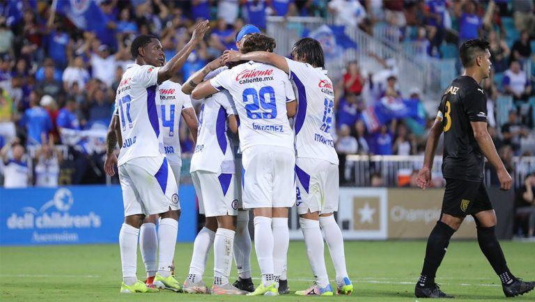 Jugadores de Cruz Azul festejan el gol ante  Austin Bold
