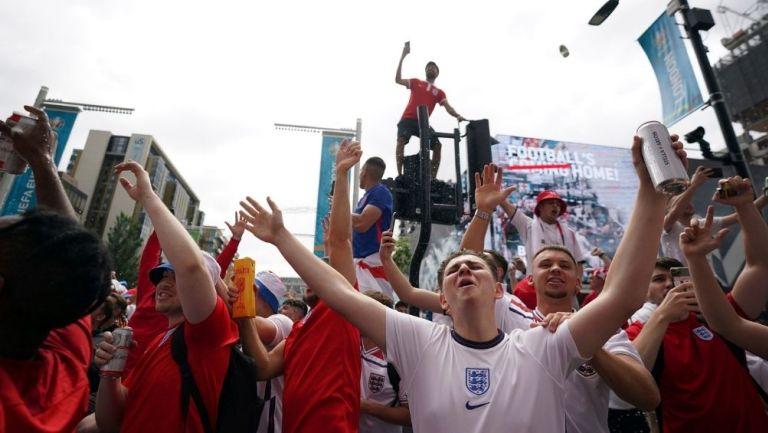 Aficionados ingleses previo a la Final