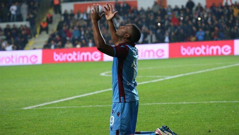 Daniel Sturridge en partido con el Trabzonspor de Turquía