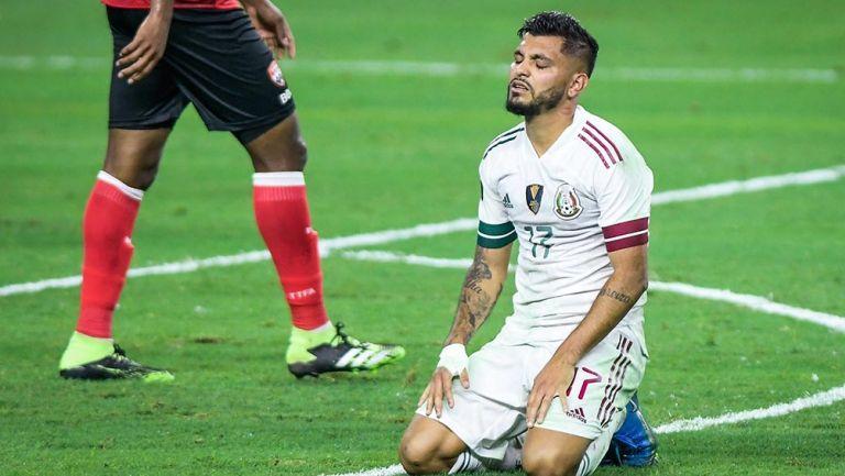 El Tecatito Corona en el juego ante Trinidad y Tobago