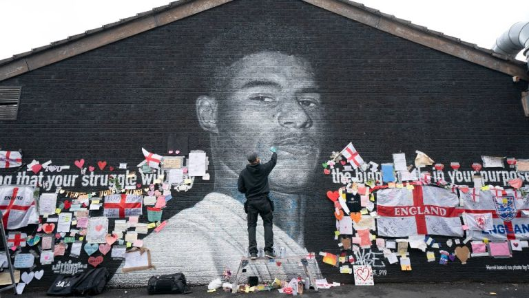 Inglaterra: Vetaría de estadios a responsables de ataques racistas en redes sociales