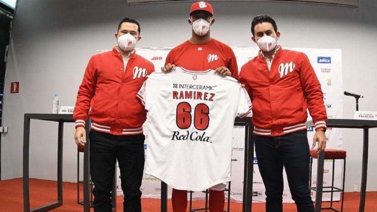 Diablos Rojos: Presentó a su nuevo pitcher J.C. Ramírez