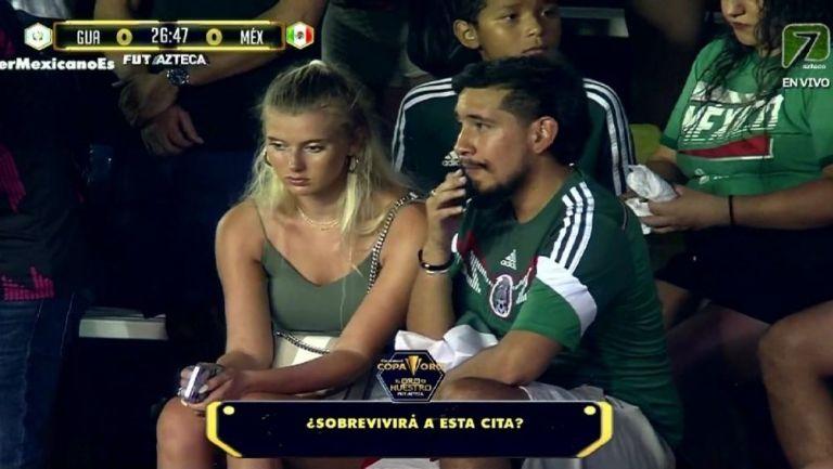 La pareja se hizo viral durante el partido