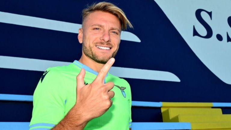 Ciro Immobile luciendo el jersey de la Lazio