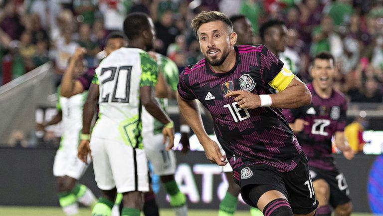 Héctor Herrera festeja un gol con el Tri