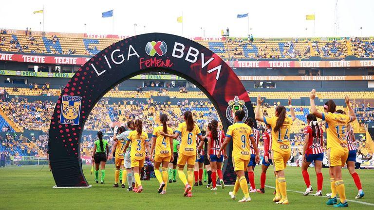 Jugadoras de Chivas y Tigres previo a la Final