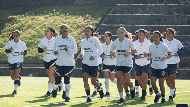 Jugadoras de Pumas durante un entrenamiento en Cantera