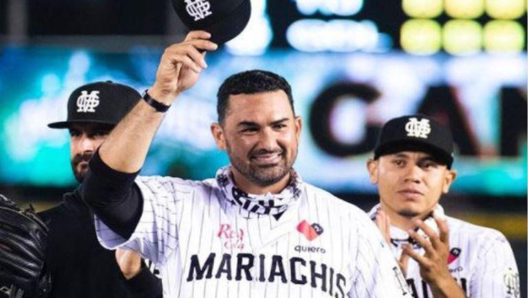 Adrián González agradece a la afición de los Mariachis