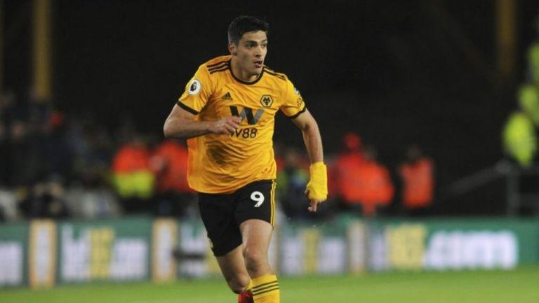 Raúl Jiménez en un partido con el Wolverhampton